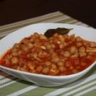 Guiso de garbanzos y pota con tomate