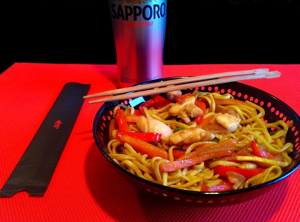 Noodles con verdura y pollo